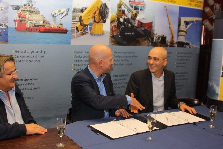 Heila Cranes and Van Aalst Bulk Handling sign exclusive distribution contract