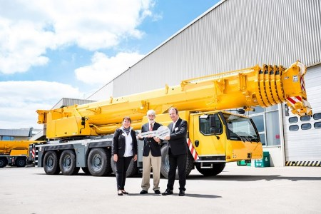 New Liebherr mobile crane handed over to Montcalm Montagens Industriais