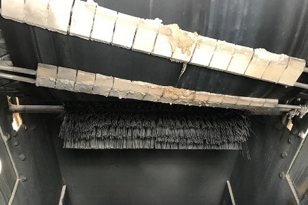 Kinder K-Smartscraper Primary Belt Cleaner removes carryback