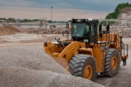 Caterpillar introduces 990K wheel loader configuration for bulk materials handling