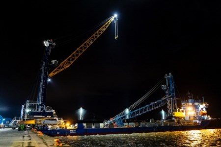 Port of Rosyth receives new liebherr harbour mobile crane