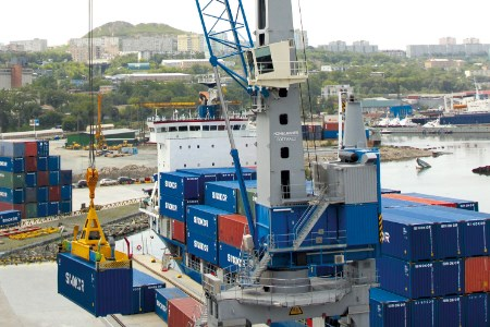 First Konecranes Gottwald portal harbour crane in Sweden