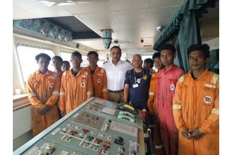 Wallem bulk carrier rescues crew of Indonesian fishermen