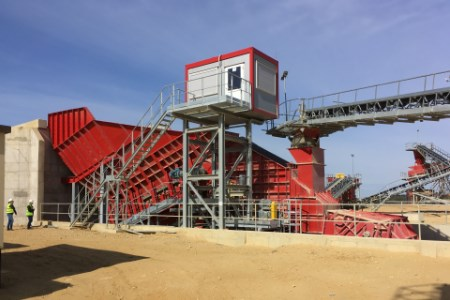 Aumund supplied arched plate conveyors to Cementownia Warta in Poland